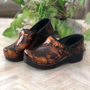 Dansko Leather Copper Brown Black Leaf Clogs 37